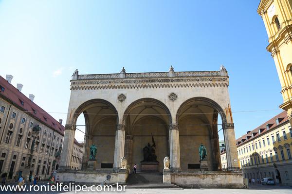 Odeonstplatz: palco da história