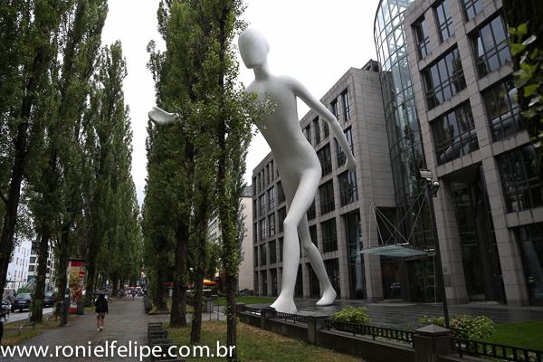 O Walking Man. Grandes poderes trazem grandes responsabilidades
